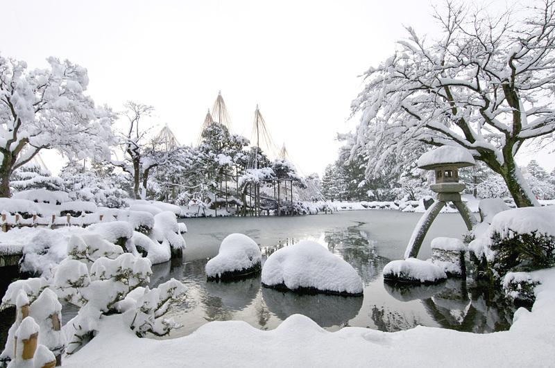 冬の兼六園[金沢城]