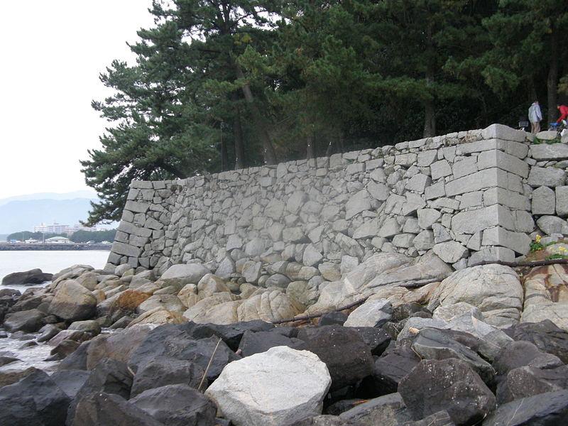 海沿いの石垣
