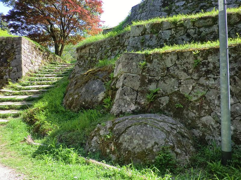 六段壁の土台岩