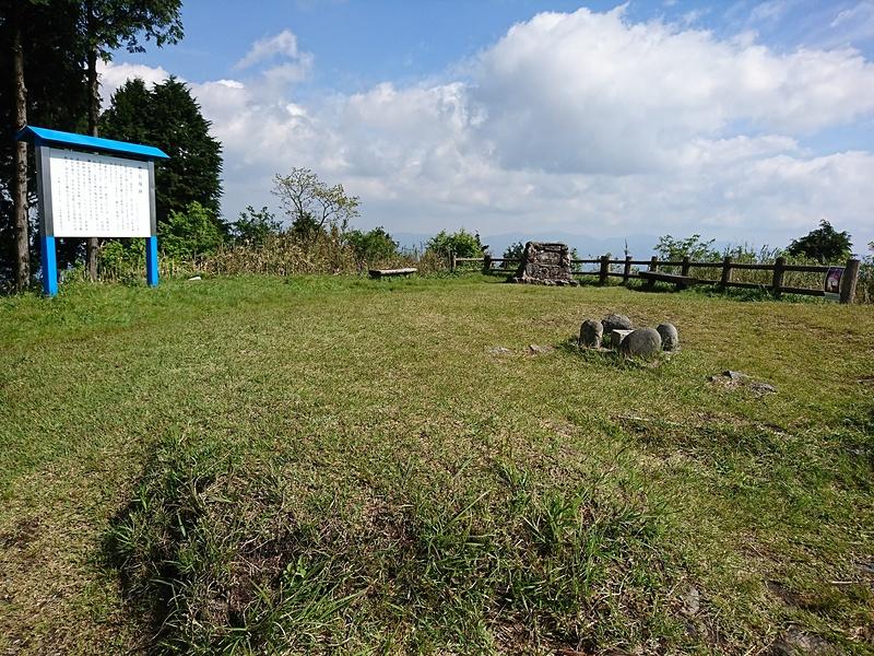 城跡(鷹取山頂:802m)