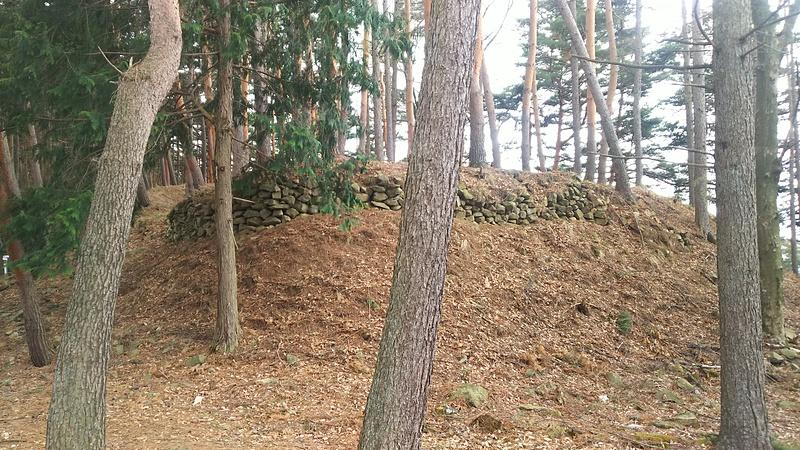 小城の主郭の石積み