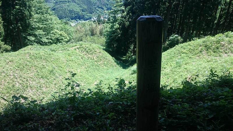 本丸からの竪堀