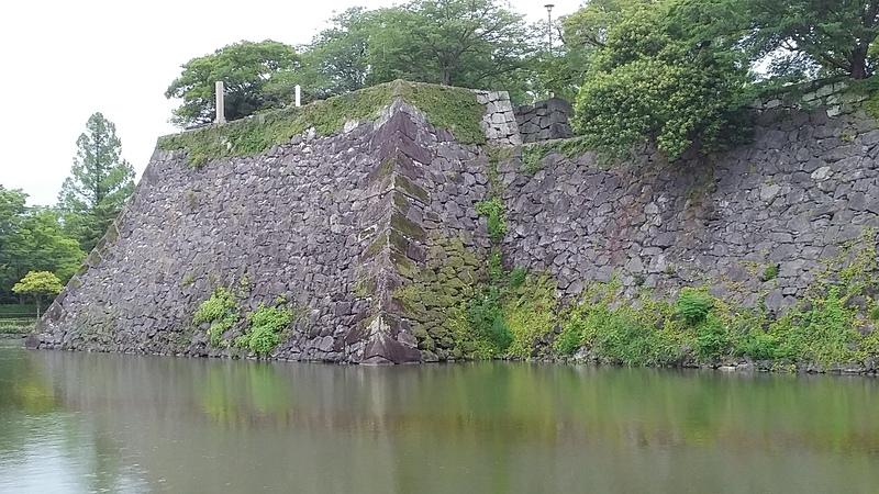 天守台石垣(南西より)
