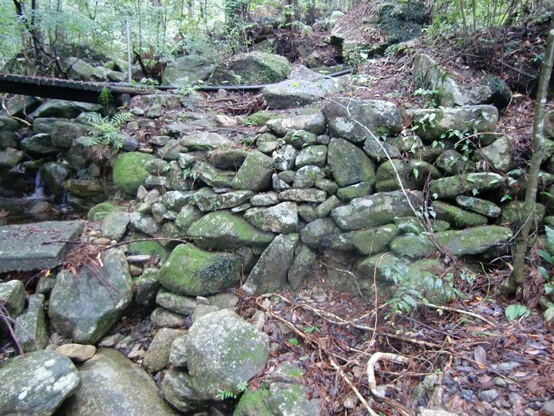 水門口の石垣
