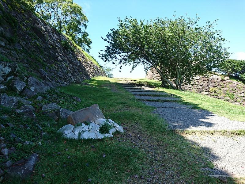 大手口からの登城坂