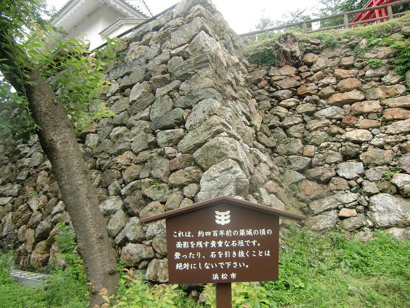 石垣(野面積み)