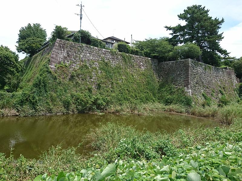 内堀と坤櫓・太鼓櫓石垣