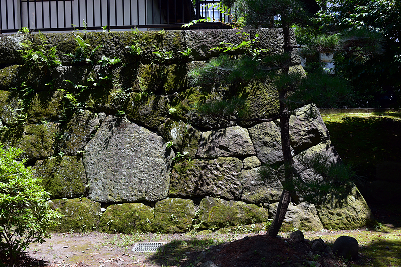 乾櫓の石垣