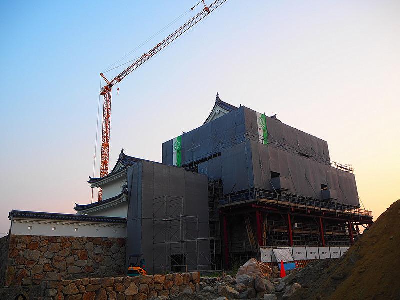 建設中天守◆東側から