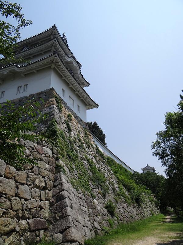 南帯郭から見た坤櫓と巽櫓[明石城]
