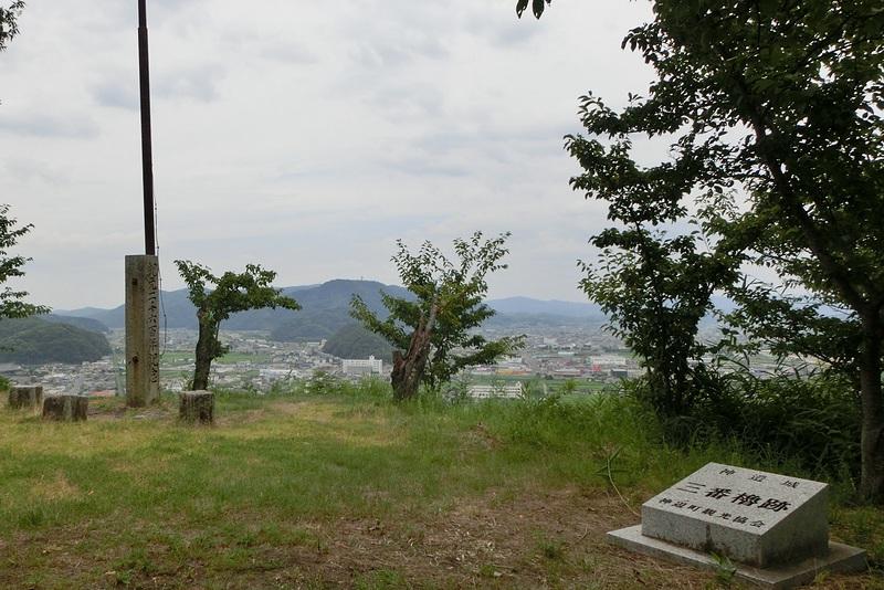 三番櫓跡と城下風景
