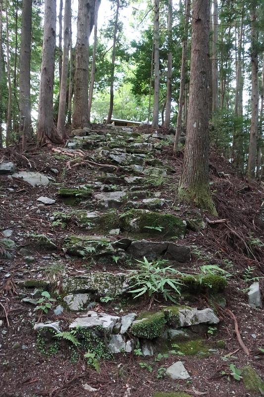 本曲輪への石階段