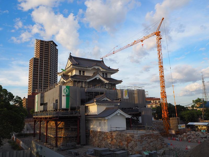 建設中の天守◆8月