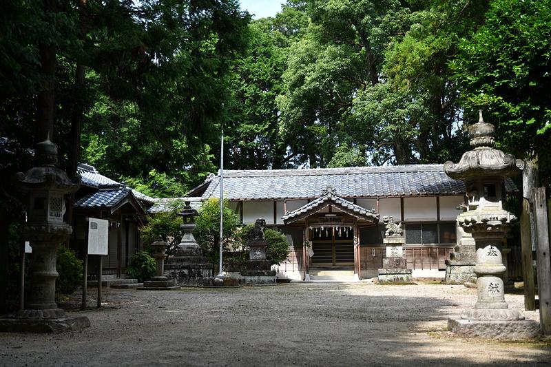 城址にある阿由多神社