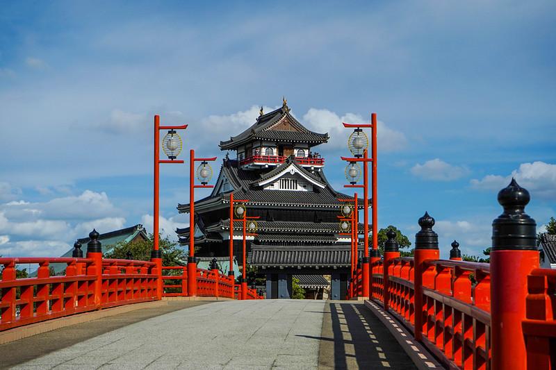 橋の向こう側に[清洲城]