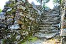 本丸跡の石段と石垣(2)…