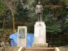 明治天皇の銅像…