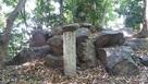 城址碑脇の記念碑…