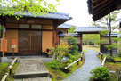 好古園 御茶室「双樹庵」の玄関前…