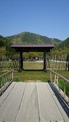 戦国歴史資料館前から山頂の大嶽城跡…