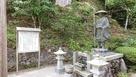 横のお寺の弘法大師像…