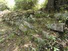 石垣で補強された土塁…