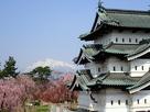 弘前城、桜と残雪の岩木山…