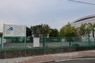 江尻城跡の看板と江尻小学校…