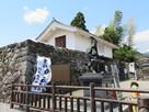 半兵衛像と門