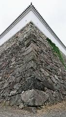 隅石垣と狭間白塀…