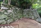 西三の丸門跡から繋がる石垣(1)…