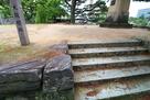 太鼓櫓跡の石段は、控え柱からの転用材…