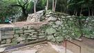 西三の丸門跡から繋がる石垣(2)…
