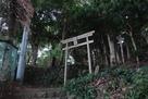 八幡宮鳥居と石垣…