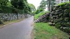 屏風櫓跡(右)、表御殿庭園(左)を分ける…