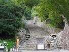 正面石階段