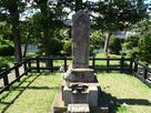 城主 潮田資忠の墓碑…