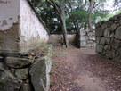 要害門跡と復元土塀…