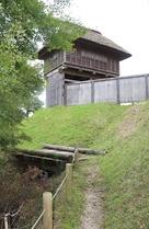 西物見台と木橋…
