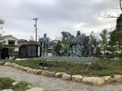 北駐車場・銅像群…