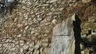 城址碑と蜜柑丸の石垣