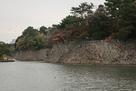 北側の石垣と水堀…