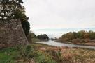 北東側の石垣と水堀…