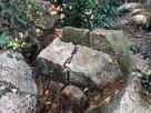石垣になるはずだった捨て置かれた石…