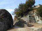 天守台跡と馬洗岩…