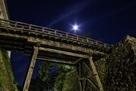 廊下橋と月