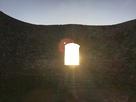二郭より一郭へのアーチ門に沈む夕日…