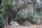 大岩登り口の大岩…
