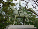 前田利長公銅像…
