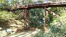 大堀切に架かる木橋…